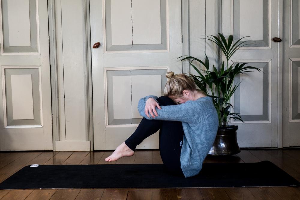 Yoga - Egg pose